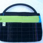 sort clutch med flerfarvet foer og dekoration, som matcher foret - bagfra