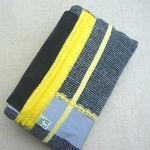 Clutches: ullaulla clutch sortgrå med refleks syet af møbelstof